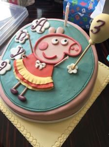今年主題係peppa pig,蛋糕當然用佢做主角啦~